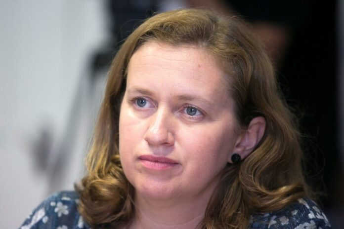 Deputada Bárbara Chaves