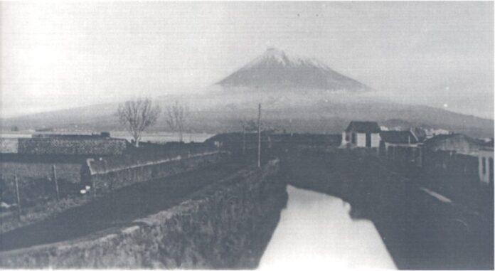 Imagem da ribeira da Conceição, provavelmente alguns anos depois de os muros serem construídos.